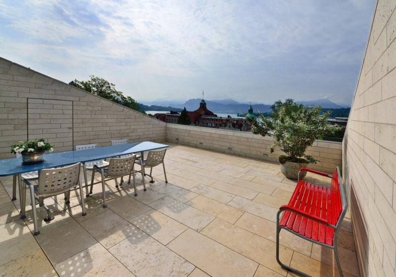 Bauhausvilla mit Naturstein Architekturstile hochwertiger Baustoff Maxberg Kalkstein von SSG Solnhofen Stone Group